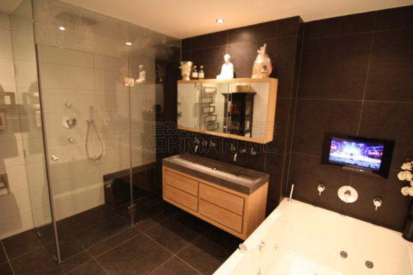 Badkamer met Stoomcabine